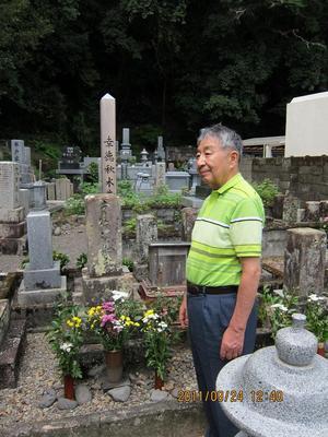 幸徳秋水の墓.jpg