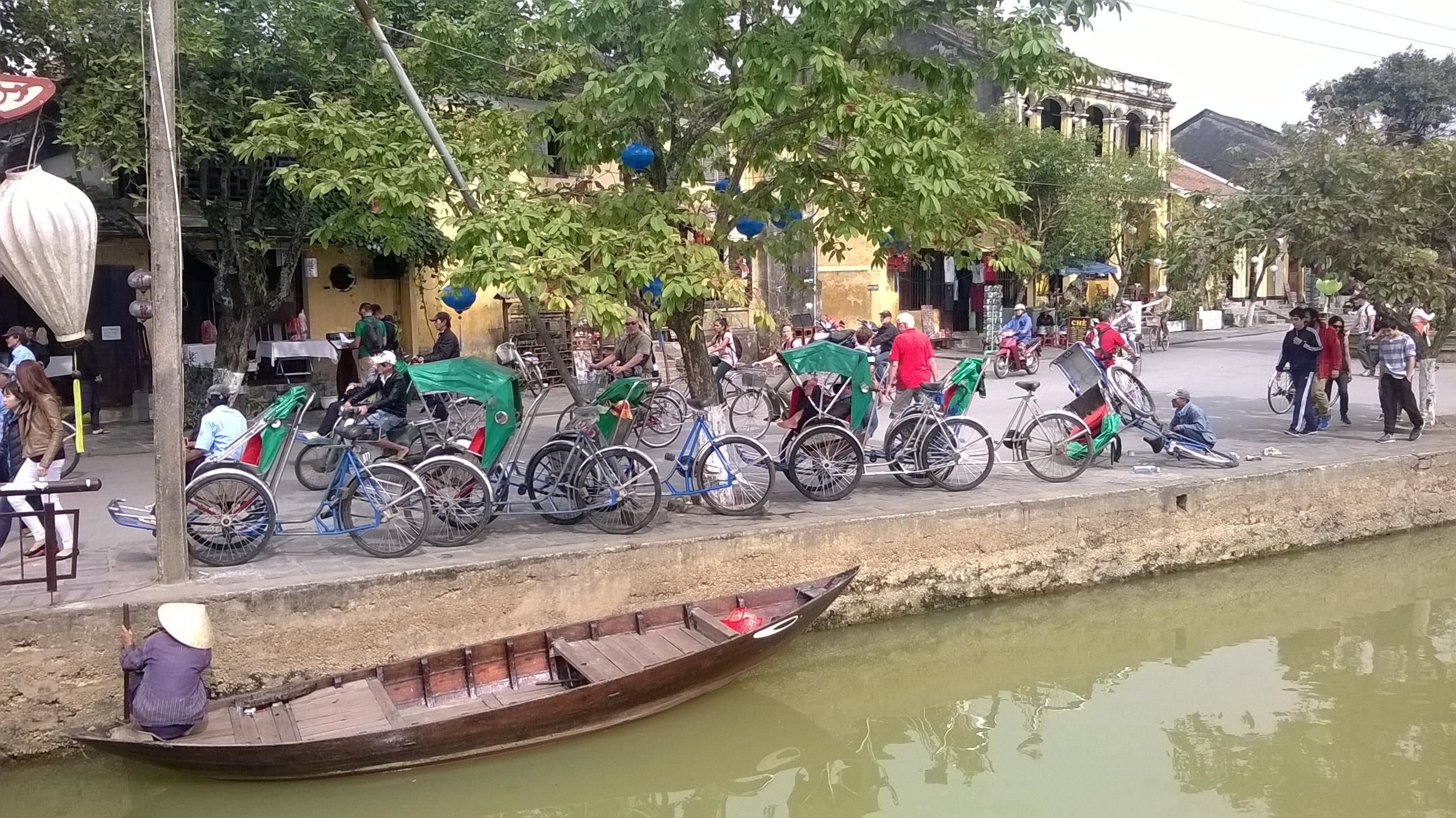ベトナムの川岸